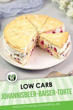 Diese Torte ist perfekt für Feiern. Das Beste: Die Johannisbeer-Baiser-Torte ist ohne Zucker, ohne Kohlenhydrate und ohne Gluten. Das Rezept ist garnicht so schwer und schmeckt vorallem im Sommer ausgezeichnet. #lchf #keto #lowcarbbacken Lchf, Keto, Low Carb Backen, Vanilla Cake, Tiramisu, Ethnic Recipes, Desserts, Food, Glutenfree