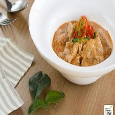 Curry Panang con Cerdo o Panaeng Mu (แพนงหมู) Pasta Al Curry, Oriental Food, Thai Red Curry, Food And Drink, Asian, Chicken, Cooking, Ethnic Recipes, Gastronomia