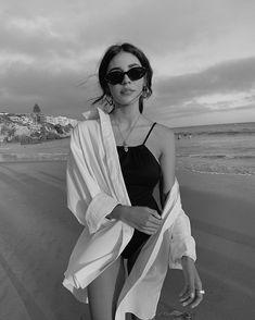 Model Poses Photography, Summer Photography, Urban Fashion Photography, Urbane Fotografie, Shotting Photo, Bikini Poses, Beach Poses, Instagram Pose, Poses For Pictures