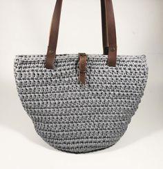 Bevásárlótáska készítése pólófonalból - Make fabric yarn tote bag Fabric Yarn, Tote Bag, How To Make, Handmade, Bags, Handbags, Hand Made, Carry Bag, Dime Bags