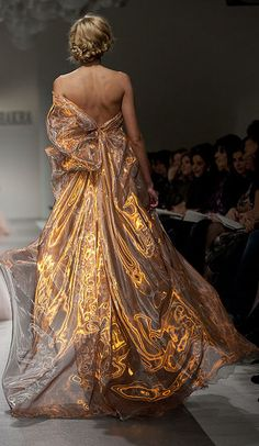 Even though Daenerys would never get a hold of this kind of fabric, I think it would be perfect, it looks like its alight, Georges Chakra