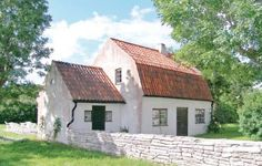 Holiday home Hejdeby, Nickarve Visby Visby Holiday home Hejdeby, Nickarve Visby offers pet-friendly accommodation in Endre. It provides free private parking.  There is a seating area and a kitchen as well as a private bathroom. A TV with cable channels is provided.