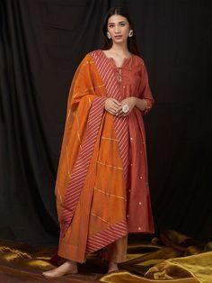 Orange Gota Embroidered Chanderi Dupatta Embroidery Online, Embroidery On Kurtis, Kurti Embroidery Design, Indian Dresses, Indian Outfits, Indian Clothes, Layered Kurta, Indian Designer Suits, Kurta Designs