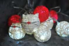 Kocie lampki cottonballs z Kota w worku, wykonanie Szuruburu Design.  #koty #cats #lampki #design #catsdesign #handmade
