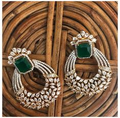 Diamond Earrings Indian, Indian Jewelry Earrings, Jewelry Design Earrings, Diamond Earing, Gold Earrings Designs, Emerald Earrings, Gold Jewellery Design, Diamond Jewelry, Gold Jewelry