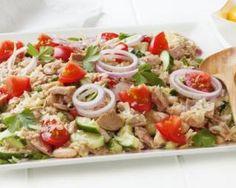 Salade light de thon froid tomates et concombres : http://www.fourchette-et-bikini.fr/recettes/recettes-minceur/salade-light-de-thon-froid-tomates-et-concombres.html