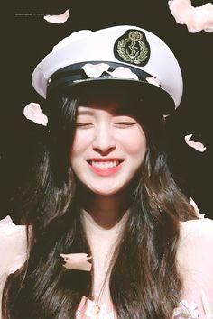 Kpop Girl Groups, Kpop Girls, K Pop, Arin Oh My Girl, Fandom, Ulzzang Girl, Girl Pictures, Korean Girl, Maui
