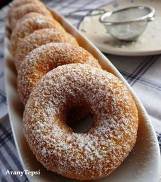 AranyTepsi: Tízperces sütőporos fánk Baby Food Recipes, Cake Recipes, Dessert Recipes, Cooking Recipes, Homemade Sweets, Sweet Cookies, Hungarian Recipes, Sweet Pastries, No Cook Meals