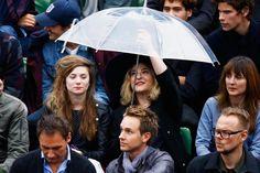 Marilou Berry       Aux côtés de Sarah Suco, l'actrice s'est prise pour Mary Poppins dans les gradins du court Philippe Chatrier.