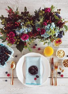 Loving these colours - pale or silver blue napkins could be perfect.