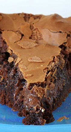 Enjoying a rich, chocolate, ooey-gooey cake has never been easier! This semi-hom… Enjoying a rich, chocolate, ooey-gooey cake has never been easier! This semi-homemade recipe was handed down from a very wise & frugal Grandma! Just Desserts, Delicious Desserts, Dessert Recipes, Creative Desserts, Homeade Desserts, Baking Desserts, Cupcakes, Cupcake Cakes, Ooey Gooey Cake