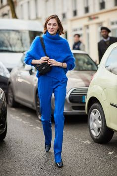 It's below zero degrees in Paris, but street style stars are putting on their best outfits. Scroll through to see our favorite street style moments from Paris Fashion Week Fall Monochrome Outfit, Monochrome Fashion, Blue Fashion, Star Fashion, Look Fashion, Womens Fashion, Fashion Trends, Paris Fashion, Fashion Styles