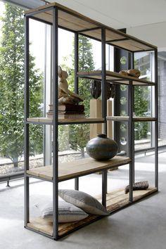 Ann Viewer is samen te stellen zodat het volledig match met je ruimte en interieur. Stoer, maar minimalistische combinatie van hout en staal.