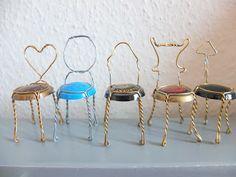 Kleine Stühle aus Kronkorken auf wwww.jansschwester.blogspot.de