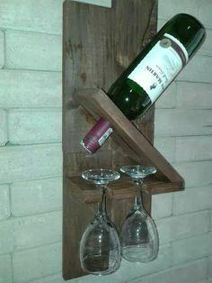 adega para garrafas vinho madeira e porta taças de parede