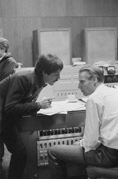 Paul McCartney and George Martin, The Beatles, London, 1966 © Duffy 5th Beatle, Sir George Martin, Brian Duffy, Morrison Hotel, Les Beatles, Beatles Band, Beatles Photos, Sir Paul, Band Photos