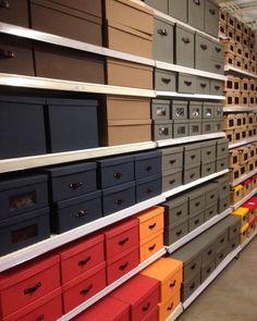 Como tem caixas boas para nos auxiliar na organização e melhorar espaços! Visita à Etna de Campinas/SP. #caixasorganizadoras #ganhandoespaços #casaorganizada