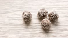 Try these nutrient-packed power bites infused with Wild Orange oil. Doterra Blog, Doterra Recipes, Doterra Essential Oils, Natural Essential Oils, Natural Oils, Doterra Wild Orange, Deep Blue Doterra, Wild Orange Essential Oil, Cooking Pork Roast