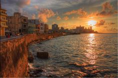 Atardecer en el Malecon | Insolit Viajes