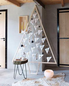 Wil jij aftellen tot de kerst? Maak dan een adventskerstboom! Op 101woonideeën lees je hoe je in een uurtje een houten adventskerstboom maakt.