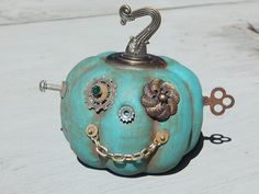 You know you love Halloween Shit! Steampunk Halloween, Halloween Jack, Halloween Signs, Halloween Pumpkins, Halloween 2020, Steampunk Diy, Halloween Home Decor, Holidays Halloween, Halloween Crafts