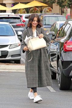 Selena Gomez in Westlake Village [October en Westlake Village [Octubre Selena Gomez Fotos, Selena Gomez Style, Fall Outfits, Cute Outfits, Fashion Outfits, Star Fashion, Womens Fashion, Fashion Corner, Marie Gomez