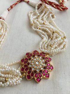 Pearl Necklace Designs, Jewelry Design Earrings, Gold Earrings Designs, Gold Jewellery Design, Bead Jewellery, Beads Jewellery Designs, Gold Designs, Bridal Jewelry, Pearl Jewelry Set