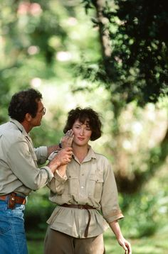 "SYDNEY POLLACK DIRECTING MERYL STREEP ON THE SET OF ""OUT OF AFRICA"" BY DOUGLAS KIRKLAND"