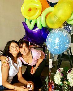 @aleenkeshishian: Happy Birthday Sel! #birthdayballoons & the #smallestbirthdaycakeever. u @selenagomez aleenkeshishian: Feliz cumpleaños Sel! #globosdecumpleaños y el #tortadecumpleañosmáspequeña. tú selenagomez #SelenaGomez #Selena #Selenator #Selenators #Fans