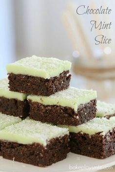 Chocolate Mint Slice (new & improved) - Bake Play Smile Mint Recipes, Lunch Box Recipes, Sweet Recipes, Cream Recipes, Yummy Recipes, Vegan Recipes, Chocolate Slice, Mint Chocolate, Chocolate Recipes