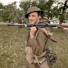 Private D.B.MacDonald, Royal Canadian Regiment (1CID) Campobasso, southerrn Italy, 11-14 October 1943. The Bren Gun is a MkII with the sling mounted on the forward tripod fitting. The gun's bipod is the late-model, unadjustable version. Pin by Paolo Marzioli