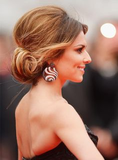 Best Messy Bun Hairstyles Our Top Messy Buns Bun Hairstyle - Bun hairstyle for reception