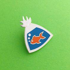 Poisson dans un sac émail Lapel Pin Badge par fairycakes sur Etsy