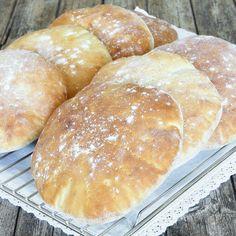 Lindas Bakskola Bread Recipes, Cake Recipes, Savoury Baking, Bread Bun, Piece Of Bread, Food Cakes, How To Make Bread, Hot Dog Buns, Baked Goods