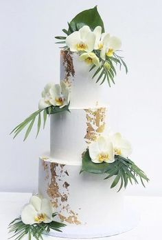 Tropical Wedding Cake Trends ★ tropical wedding cake trends cake with orchid whiskdrizzle Beautiful Wedding Cakes, Dream Wedding, Gold Wedding, Purple Wedding, Orchid Wedding Theme, Church Wedding, Floral Wedding, Wedding Flowers, Thema Hawaii