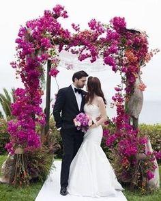 E 2017 vem chegando! Alguma noivinha ansiosa pelo seu grande dia?! #tchau2016 #vem2017 #noivas2017 #amor #blogvestidodenoiva #bouquet #casamento #casamento2017 #casando #decoracao #festa #flores #flowers #fotografia #happy #inspiracao #inspirational #love #muitoamorenvolvido #noiva #noivas2017 #noivasdobrasil #photo #vestido #vestidodenoiva #vestidodenoivablog #vintagestyle #wedding #weddingcake #weddingdress