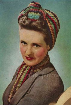 1940s War-era multi-coloured traingular head scarf and matching neck scarf  - vintage knitting pattern PDF (421) #crochet #turban