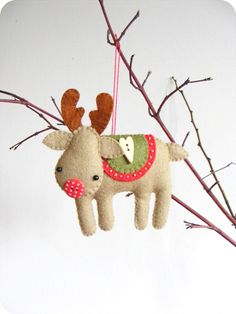 PDF pattern - Rudolph the red-nosed reindeer. Felt Christmas tree ornament, easy sewing pattern, DIY by iManuFatti on Etsy https://www.etsy.com/listing/166511077/pdf-pattern-rudolph-the-red-nosed