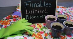 Funables tuiniert: bloemen! De groene Gloveables (€14,95) beschermen de handen stijlvol tijdens het tuinieren! Te koop op www.funables.nl.
