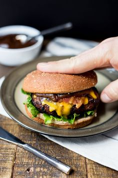 The ultimate homemade grilled honey bbq bacon burger recipe. Easy juicy burger with bbq sauce, bacon, cheddar and avocado you can cook at home on the barbecue. With gluten free option - www.platingpixels.com