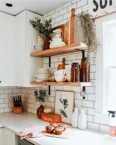 Kitchen decor and kitchen ideas for all of your dream kitchen needs. Modern kitchen inspiration at its finest. Home Decor Kitchen, Home Kitchens, Diy Home Decor, Kitchen Ideas, Design Kitchen, Diy Kitchen, Kitchen Hacks, Decorating Kitchen, Dream Kitchens