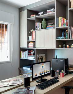 Marcenaria nova cria espaço para todos os livros e revistas do casal e também permite que as dois trabalhem juntos – mas cada um com seu espaço.