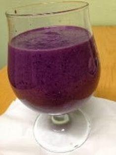 Kanapeet: Rasvaa polttava aamiassmoothie - tehoaa! Juice Smoothie, Smoothie Drinks, Healthy Smoothies, Raw Food Recipes, Cooking Recipes, Healthy Recipes, Kombucha, Rainbow Food, Juice Plus