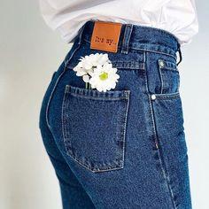 594 отметок «Нравится», 23 комментариев — Квартира 31 (@kvartira_31) в Instagram: «Красота в простоте  Must have каждого гардероба - синие джинсы и белая рубашка ✔️ Джинсы - 1600…»