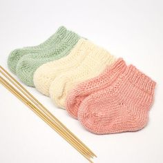 Free Knitting Patterns For Socks On Four Needles The Easiest Sock In The World. Free Knitting Patterns For Socks On Four Needles Knitting Patterns Dk . Crochet Baby Socks, Knit Baby Booties, Knitted Baby Clothes, Knitted Bags, Knitted Socks Free Pattern, Knitted Baby Hats, Diy Baby Socks, Knit Baby Sweaters, Baby Mittens