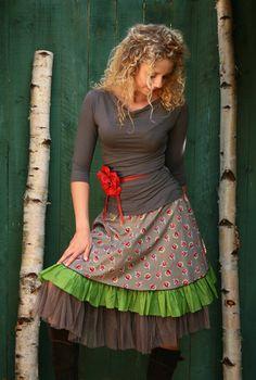 Layered skirt, cute flower belt! :) Flatterrock Lagenlook