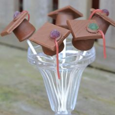 Graduation Marshmallow Pops #Graduation #marshmallow #cakepops