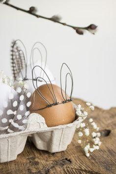 Hasenohren-Osterei. Ein kleines DIY zu Ostern. Aus Draht werden kleine Hasenohren gebastelt. Eine Krönung für jedes Osterfrühstück.