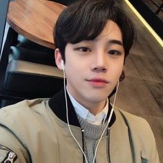 Hair men korean hairstyles ulzzang boy ideas for 2019 Cute Asian Guys, Cute Korean Boys, Asian Boys, Asian Men, Cute Guys, Korean Boys Ulzzang, Ulzzang Couple, Korean Men, Ulzzang Girl
