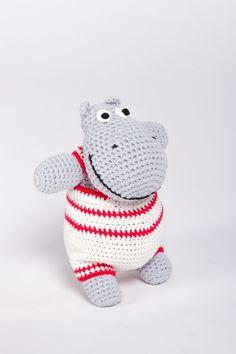"""Dieses Kuscheltier hat das Zeug zu einem treuen Freund fürs Leben: Das fröhliche Nilpferd """"Hippo Hermann"""" mit seinem gemütlichen dicken Bauch wird ganz einfach aus festen Maschen gehäkelt"""